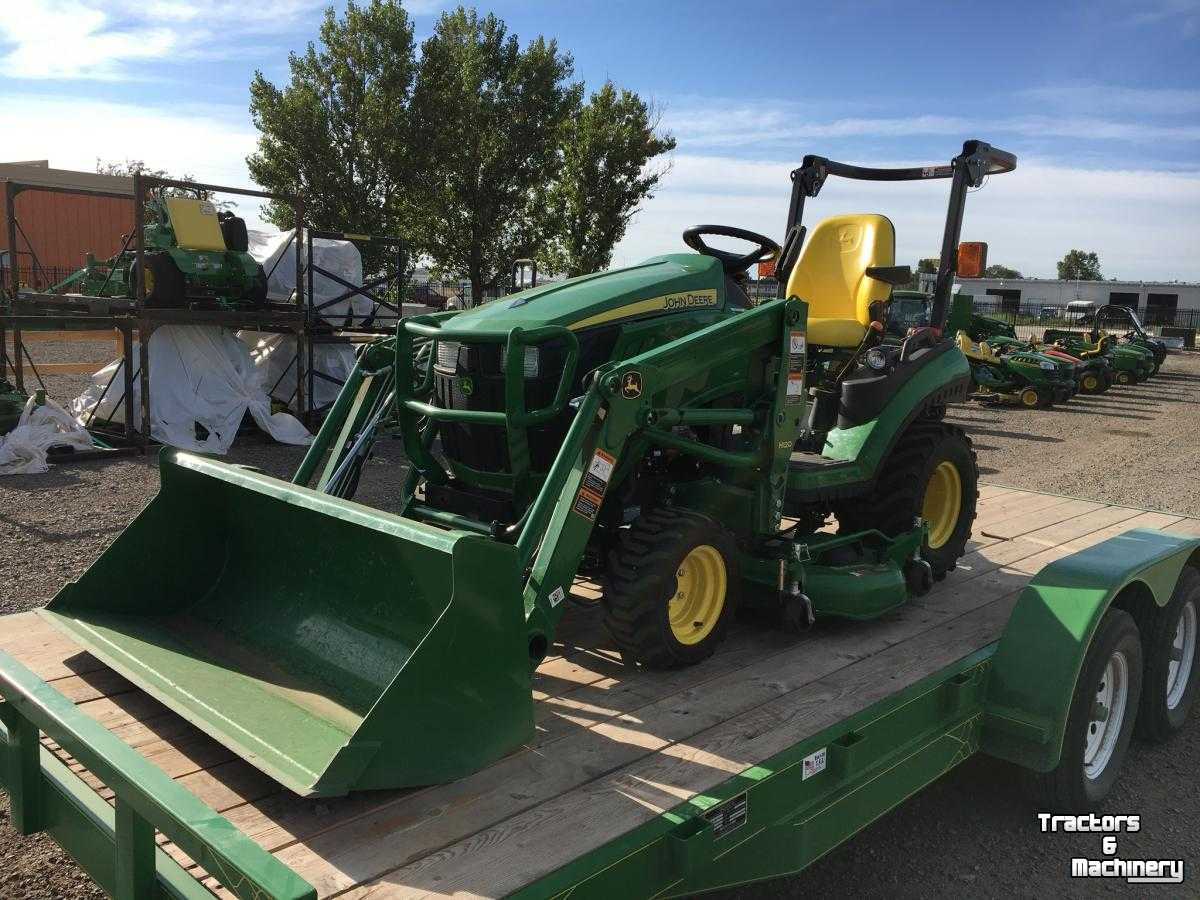 Tracteurs John Deere 1026R MFWD MID MOWER LOADER TRACTOR CO USA